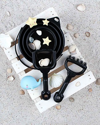 A Little Lovely Company  Bucket and Spade Set: Black Beach Toys