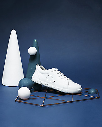 Bobux Kid Grass Court, White - Super flexible sole! Shoes