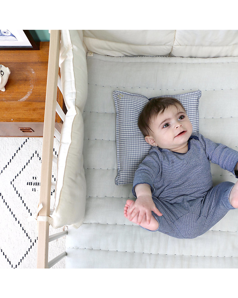 are muslin blankets safe for babies to sleep with