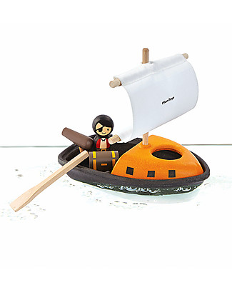 PlanToys Wooden Floating Pirate Boat 21 x 22 x 12 cm - Eco-friendly fun! Beach Toys